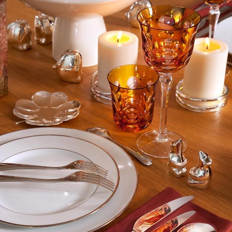 KAWALI glasses, TRÉFLE silver-plated Lucky 4-leaf clover bowl, VERTIGO candle coaster, L'AME DE CHRISTOFLE dinnerware, ALBI tableware